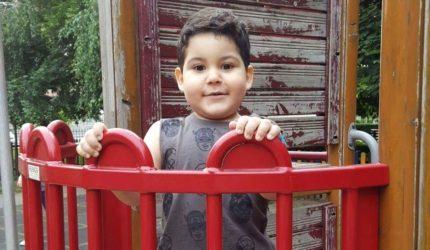 Darius s-a născut cu o malformație cardiacă. Are nevoie de tratament în Italia