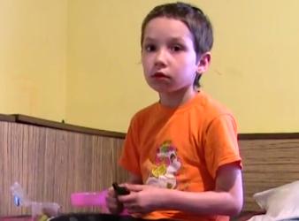 Tatiana are șase ani și riscă să îi fie amputat piciorul