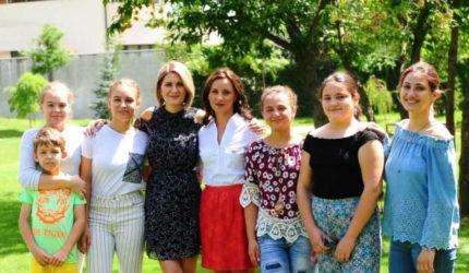 12 copii performanți ai României  sunt susținuți de Fundația Mereu Aproape și RURIS