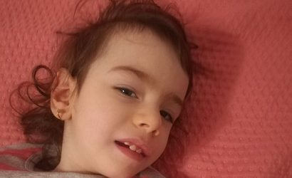 Natalia, copila cu trupul macinat de convulsii, are nevoie de noi toți
