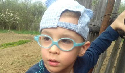George are cinci ani și suferă de tetrapareză spastică. Micutul, născut prematur, lipsit de oxigen și cu o boală cruntă, visează să ajungă pompier