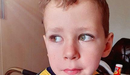 """Tiberiu, micuțul a cărui inimioară cere o operație urgentă: """"Când scap, când mă fac bine?"""""""