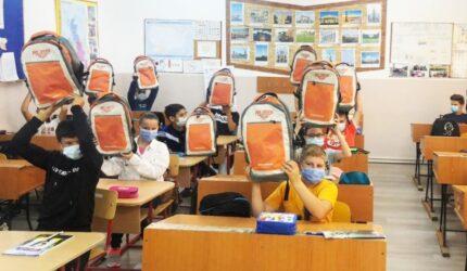 La începutul noului an școlar, 3.000 de ghiozdane complet echipate au ajuns la elevii din 37 de școli   din toate regiunile țării